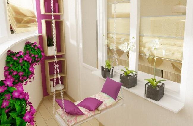 Орхидеи на светлом балконе
